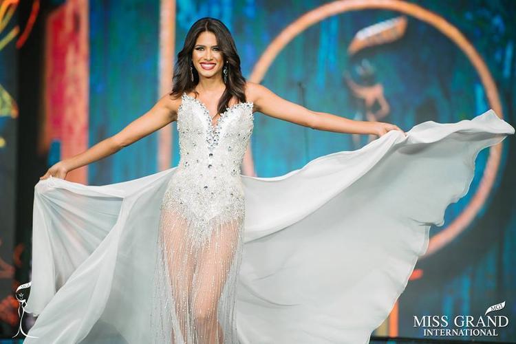 """Một trong những nhan sắc được khán giả mong chờ tại cuộc thi Miss Grand International 2017 là Tulia Aleman. Không hổ danh đến từ """"cường quốc hoa hậu"""" Venezuela, Tulia sở hữu vẻ đẹp bốc lửa với chiều cao 1,75 m, số đo ba vòng hoàn hảo 90 - 60 - 90."""
