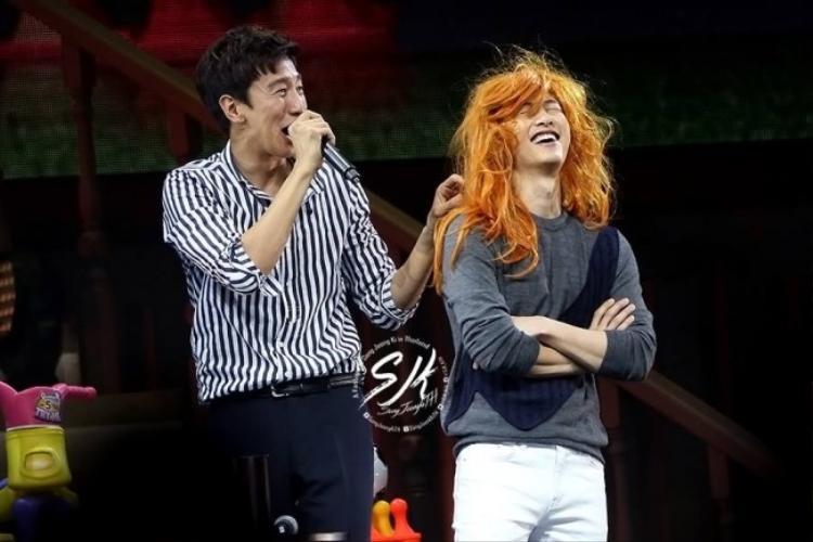 Lee Kwang Soo làm khách trong Fanmeeting của Song Joong Ki.