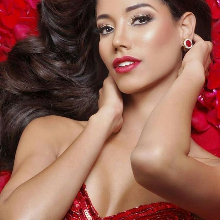 Không thể cưỡng lại được vẻ đẹp của đại diện Panama làn môi đỏ mọng đi cùng mái tóc đen xoăn sóng. Chiều cao 1m84 đáng mơ ước đi cùng với số đo hình thể: 84 - 62 - 88.