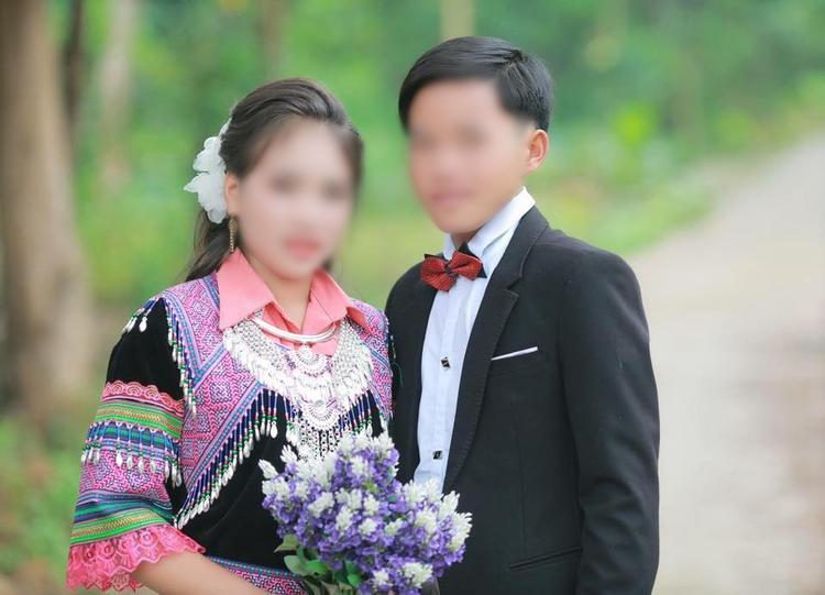 Theo chủ hiệu ảnh cưới, cặp đôi chỉ chụp hai kiểu ảnh in to.