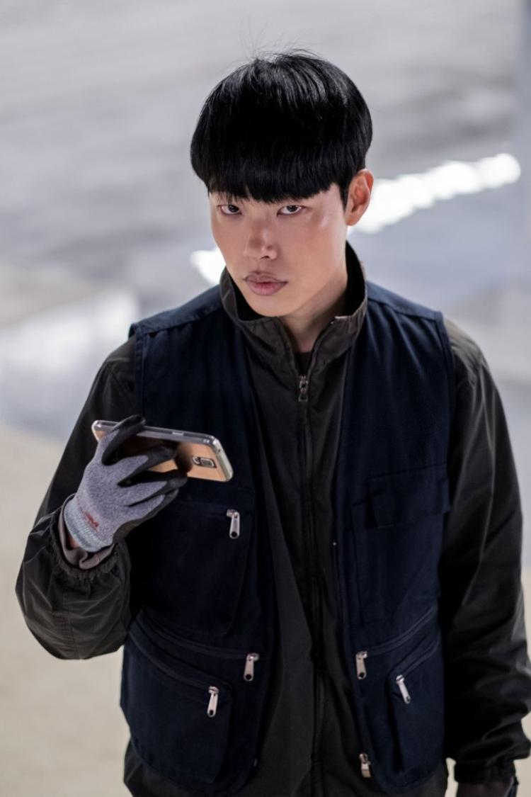 Ryoo Joon Yeol, anh từng tham gia diễn xuất trong phimSocialphobia(2015) vàOne Way Trip (2016),The King (2017) và Taxi Driver (2017).