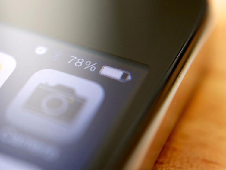 Thời lượng pin ngắn ngủi vốn là một điểm yếu cố hữu trên iPhone.