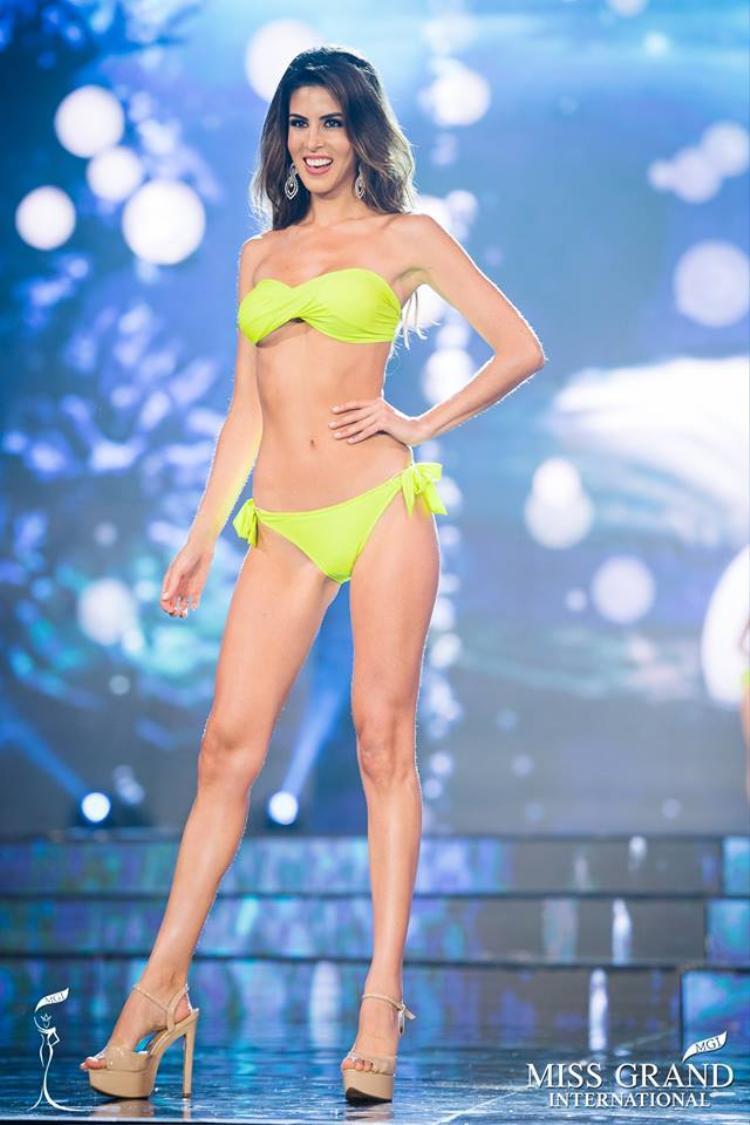Hình thể nóng bỏng của tân Hoa hậu Hoà bình Thế giới.