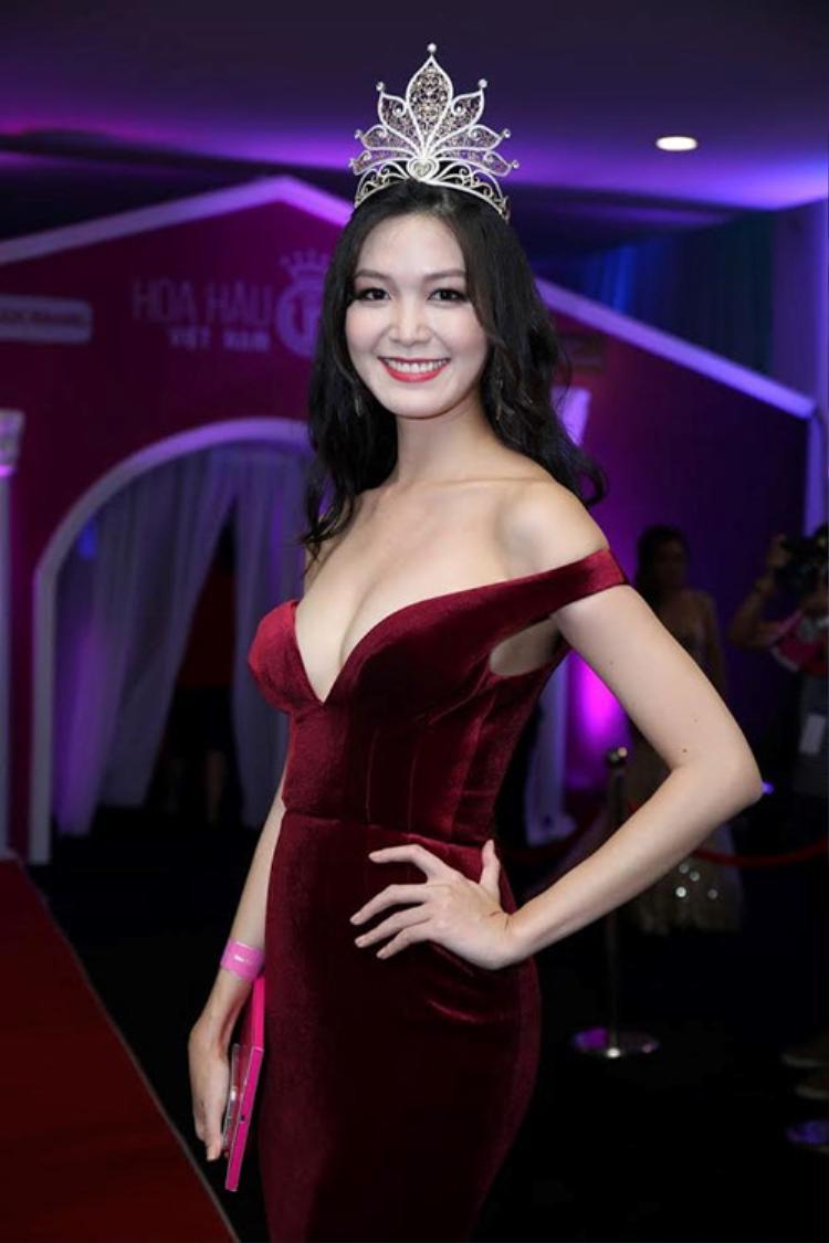 Liệu với nhan sắc này, thì cô có làm nên chuyện trong cuộc thi sắp tới. Nhưng với phong cách thời trang không được cải thiện thì có vẻ như đại diện Việt Nam không cần thi thố đã có kết quả.