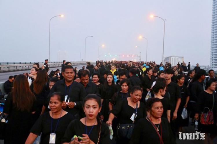 Biển người dự lễ hoá thân, tiễn đưa Quốc vương Thái Lan quá cố