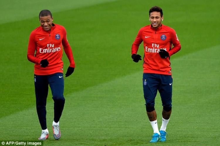 Cầu thủ Marseille thừa nhận được chỉ đạo để đâm chọc Neymar