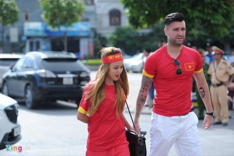 Từ tình yêu với vợ, Van Bakel khát khao cống hiến trong màu áo tuyển Việt Nam. Ảnh Zing.