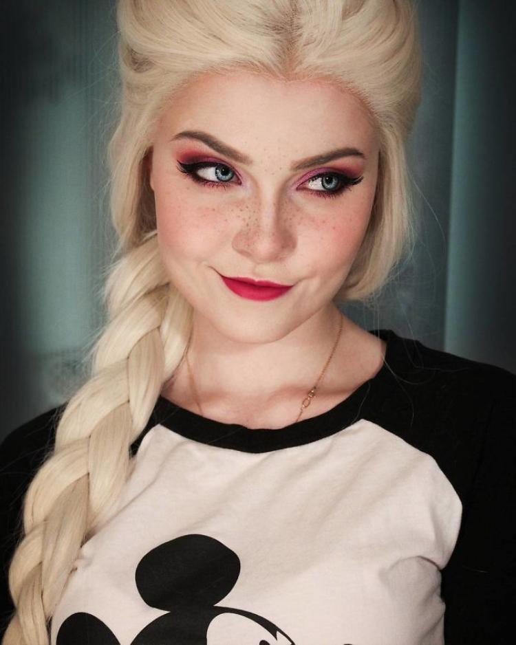 Công chúa Elsa của phim hoạt hình Frozen.