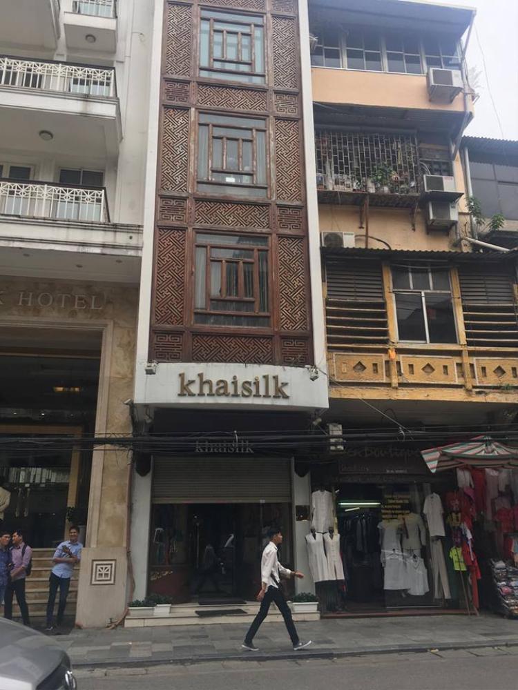 Cửa hàng Khaisilk chiều ngày 26/10 tại 113 Hàng Gai, Hà Nội.