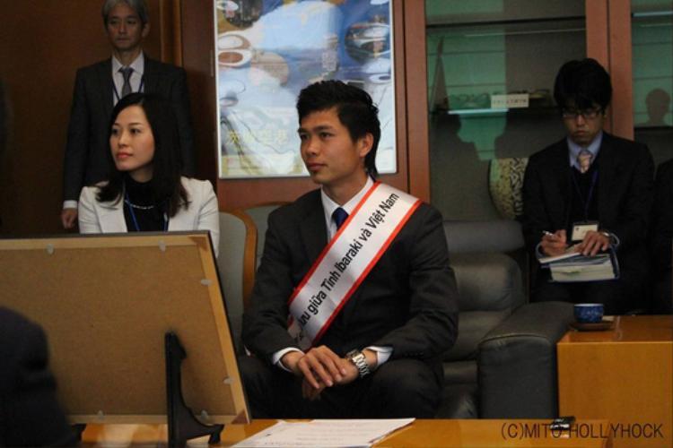 Công Phượng từng diện vest rất lịch sự bên Nhật.