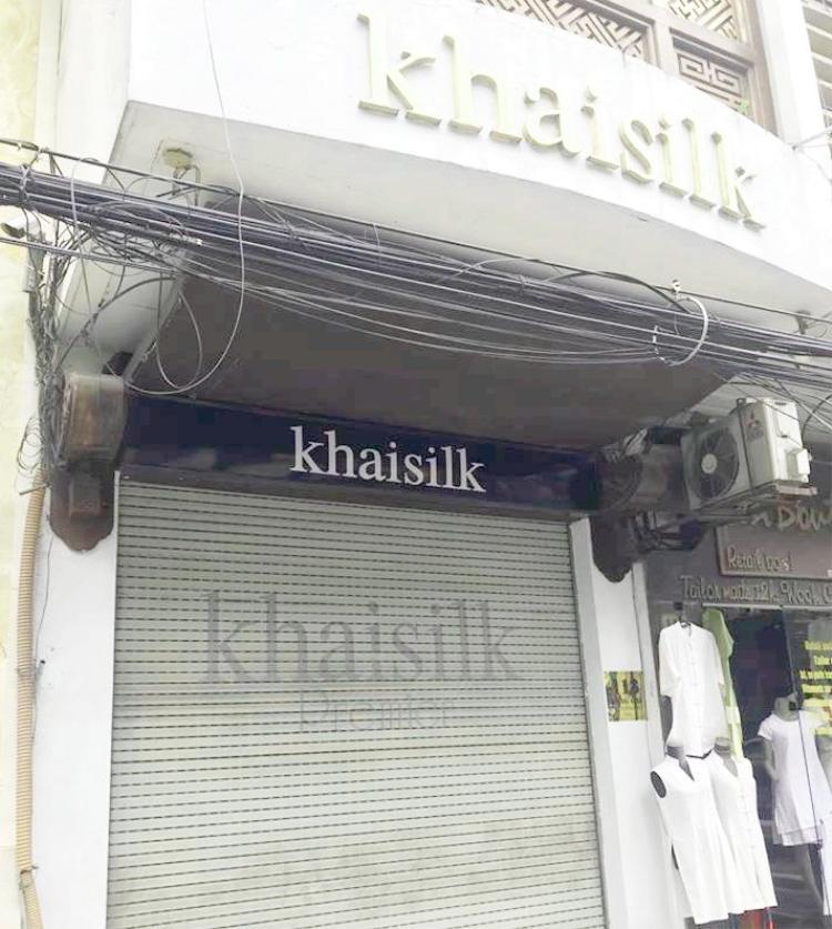 Cửa hàng trên phố Hàng Gai (Hà Nội) đóng cửa từ chiều 26/10.