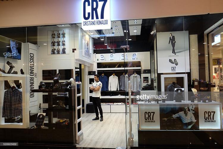 Một cửa hàng bán trang phục mang thương hiệu của Cristiano Ronaldo