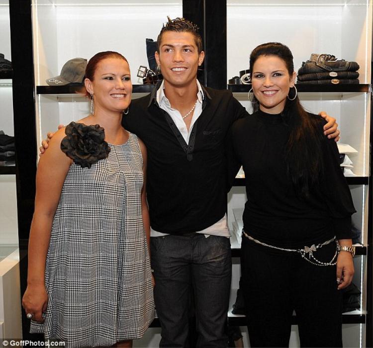Đâu chỉ Khải Silk, Ronaldo cũng từng mua đồ tàu gắn mác hàng hiệu để lừa khách hàng