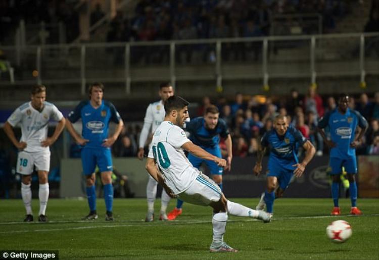 Marco Asensio đưa Real Madrid vượt lên ở đầu hiệp 2.