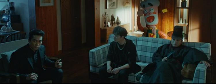 Yunho (TVXQ) nhập ngũ trong phim mới, thần chết Song Seung Hun tự sướng cùng đồng nghiệp ở hậu trường Black