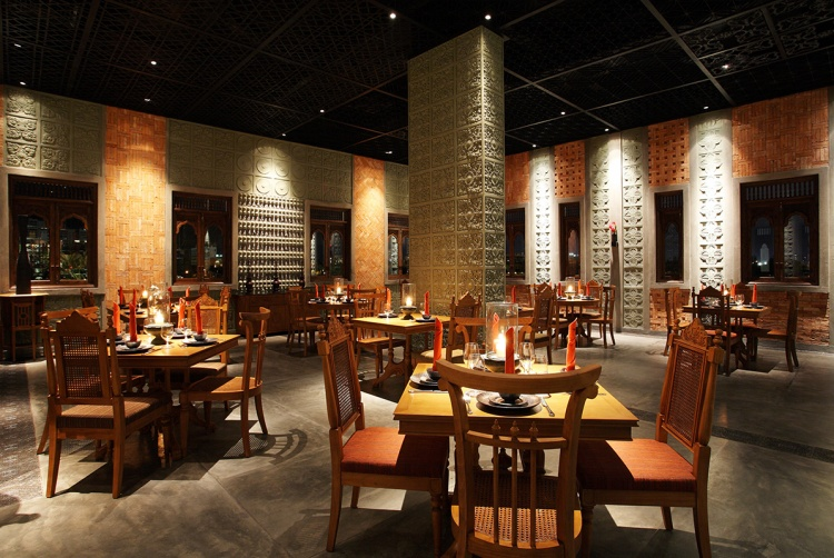 Cham Charm có diện tích 5.000 m2. Sức chứa lên đến 600 khách. Không gian nhà hàng được chia làm 3 khu vực. Tầng trên cùng dành cho thực khách thưởng thức các món nướng. Khu vực tầng trệt của nhà hàng có nhiều phòng riêng, dành cho những thực khách cần không gian riêng.
