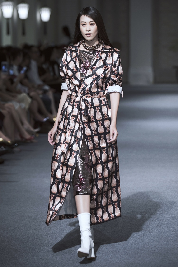 Kikki Lê từng gây ồn ào ở Vietnam's Next Top Model phiên bản All Star cũng là một trong những người mẫu đắt show.