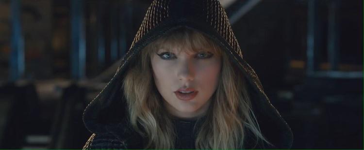 Xuyên suốt MV, Taylor xuất hiện với vẻ ngoài và ánh mắt sắc lẹm.