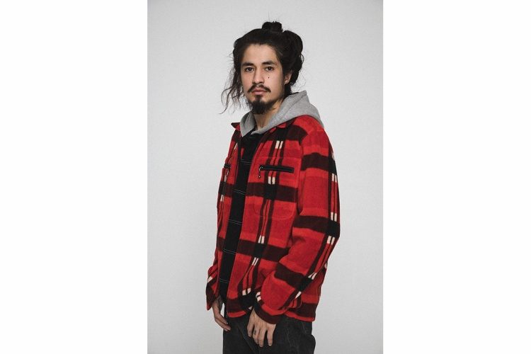 Lần này cách phối layer khá đa dạng từ hoodie x flannel và hoodie x jacket.
