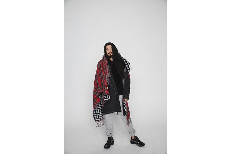 Những chiếc khăn choàng cổ với họa tiết checker bản to sẽ là phụ kiện không thể thiếu với bất kì tín đồ streetwear nào.