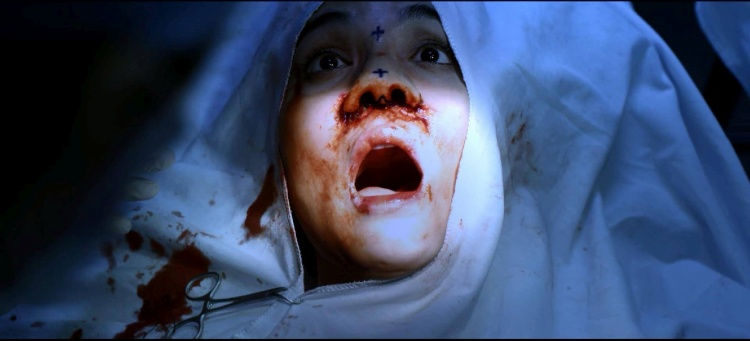 Cảnh quay trên bàn mổ của nhân vật Bella trong phim Scandal 2 cũng từng gây ấn tượng mạnh với khán giả.