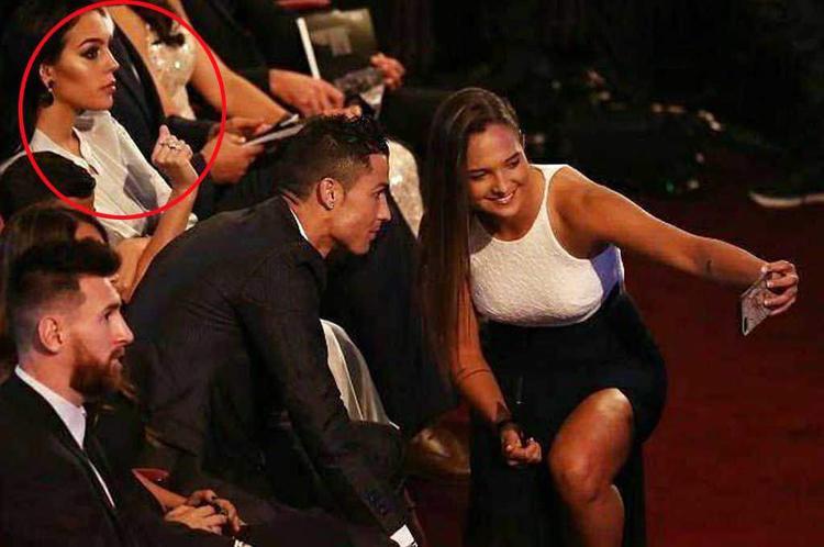 Trước đó Georgina Rodríguez đã tỏ ra khó chịu khi Ronaldo và Deyna Castellanos chụp ảnh selfie.