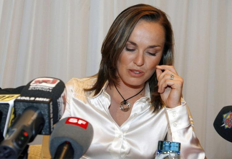 Hingis thất vọng thông báo cô dương tính với cocain năm 2007
