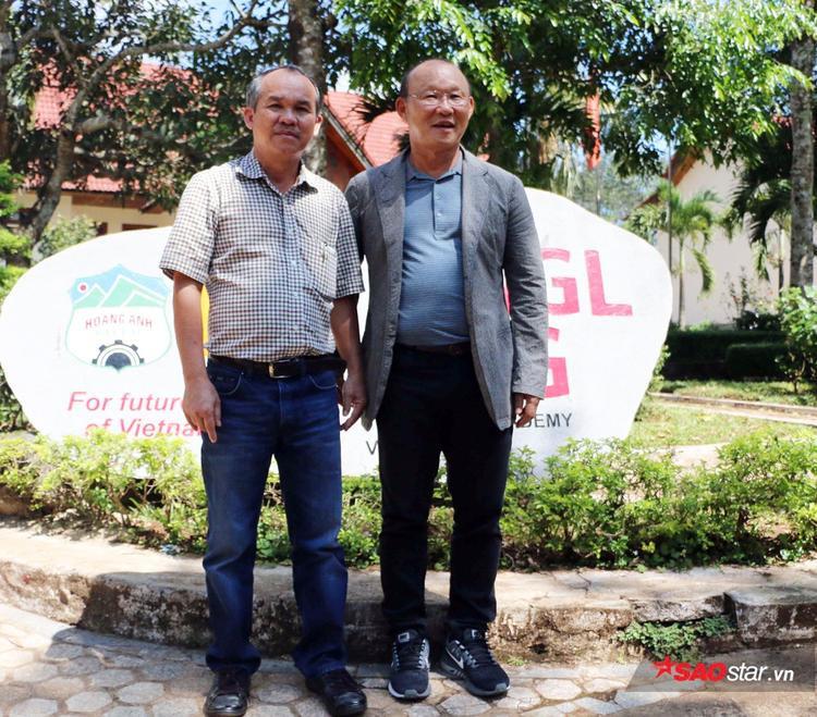 Bầu Đức và HLV trưởng tuyển Việt Nam - Park Hang-seo. Ảnh: Đình Thảo.