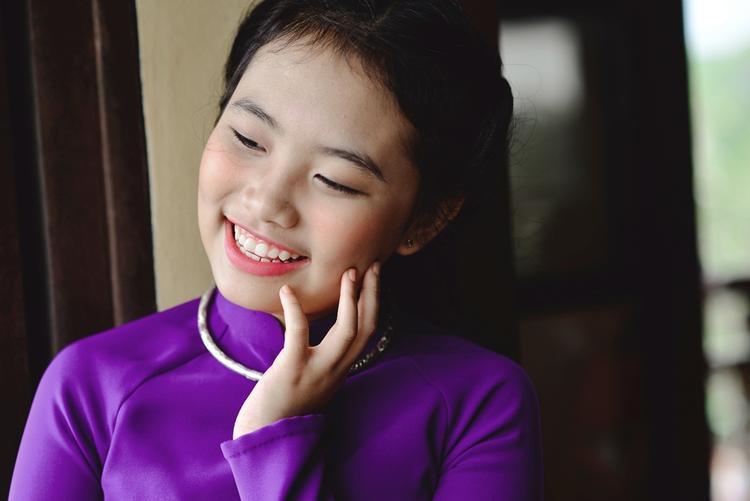 """""""Viên ngọc sáng"""" của dòng nhạc trữ tình - quê hương cùng ba nuôi Quang Lê quyết định trích 30% doanh thu từ việc bán đĩa trong đêm nhạc để đóng góp vào các hoạt động thiện nguyện ý nghĩa."""