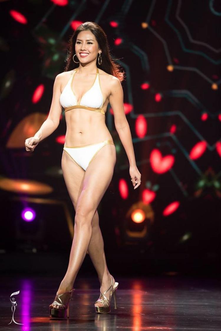 Hình thể chuẩn không cần chỉnh giúp cô được đánh giá là hoa hậu sở hữu body đẹp nhất Việt Nam.