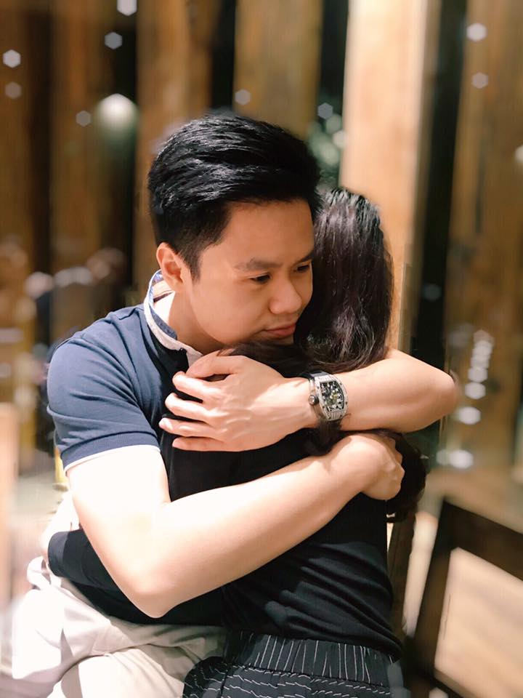 Hình ảnh siêu tình cảm của Phan Thành và cô gái giấu mặt