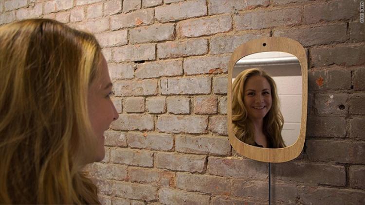 Tác giả của Smile Mirror tin rằng chiếc gương thần kì này sẽ tạo ra những tác động tích cực cho người bệnh.