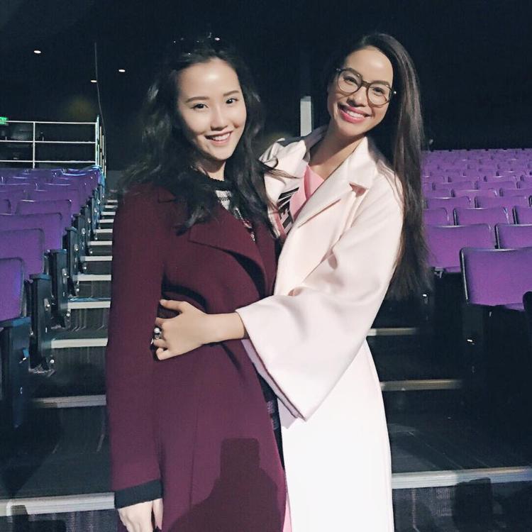 Cô và mẹ từng qua hậu trường cuộc thi HHHV 2015 để cổ vũ Phạm Hương