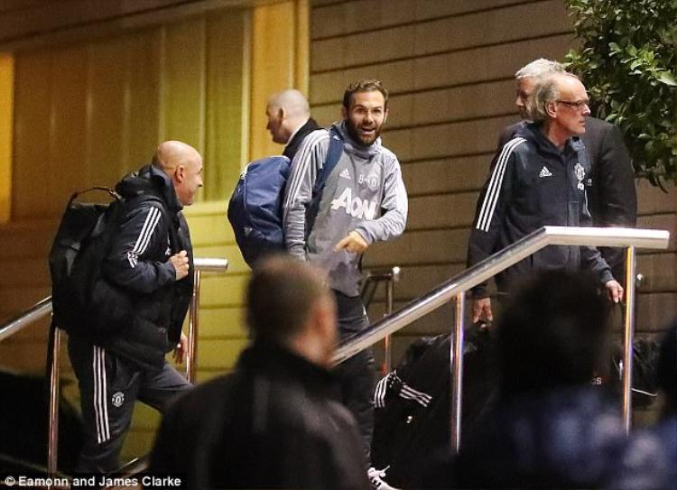 Mata khó có thể được đá chính ở trận đấu diễn ra tối nay. Rất có thể Mourinho sẽ ưu tiên sự chắc chắn ở tuyến giữa để đối chọi lại hàng tiền vệ giàu sức chiến đấu bên phía đội khách.