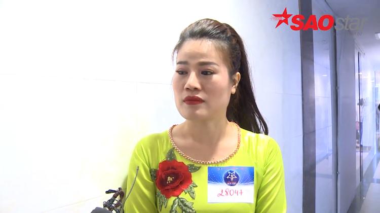 Chị vừa lặn lội một mình từ Lào Cai xuống Hà Nội để đăng ký tham gia cuộc thi với mong muốn được lưu lại những kỷ niệm khó quên cùng người chồng bị u não với sở thích âm nhạc chung của cả hai.