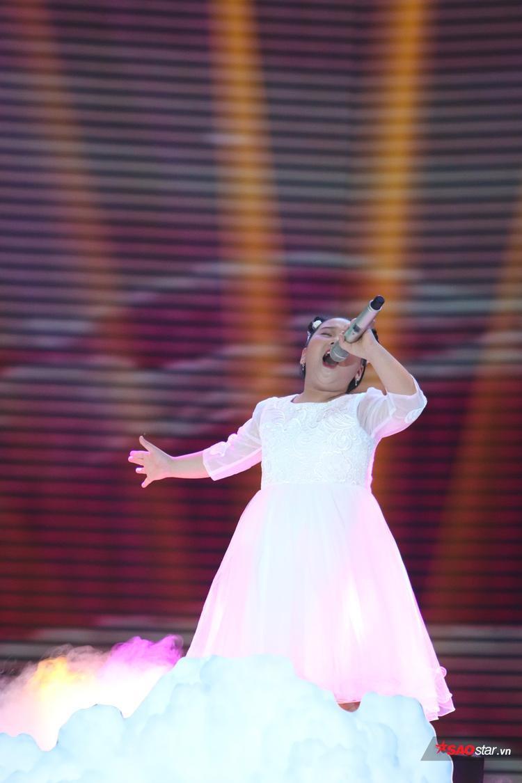 Thu Hà, Thanh Ngân, Tâm Hào lần lượt lấy nước mắt khán giả khi hát về gia đình