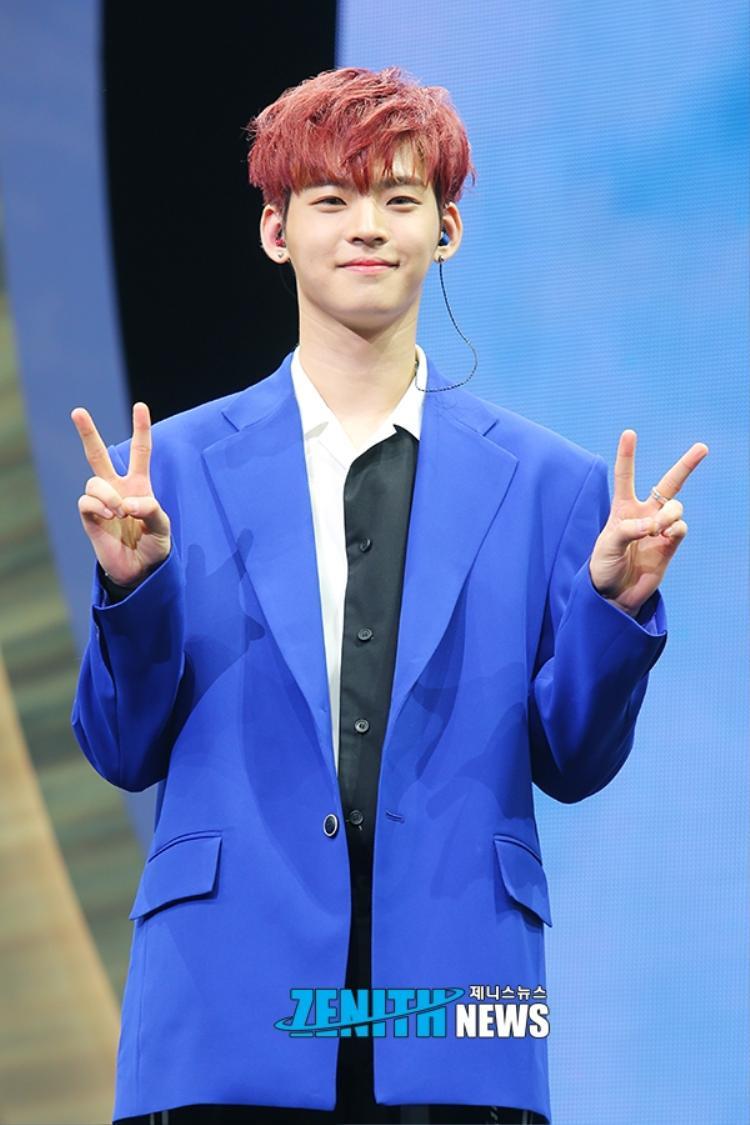 Center nam - Thực tập sinh Kim Hyojin thuộc công ty giải trí WM entertainment.