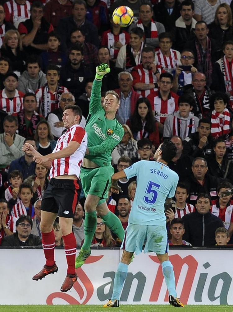 Thủ môn Marc-Andre ter Stegen có nhiều pha cứu thua cho Barca tại Bilbao.