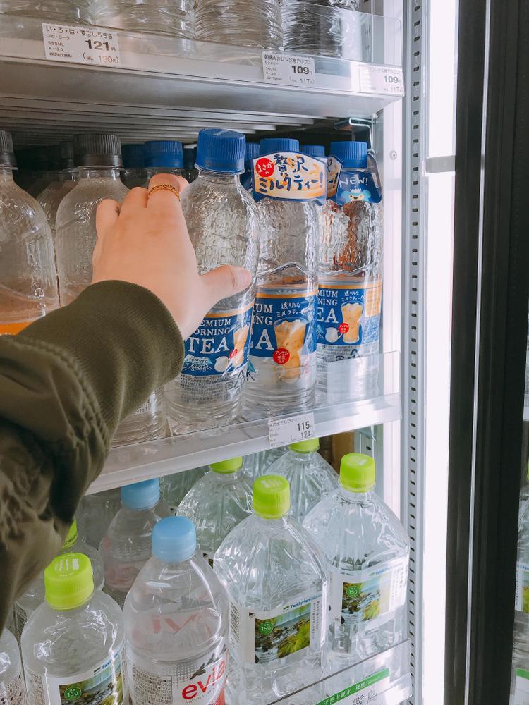 Giá bán loại nước này tại Nhật Bản khoảng gần 110 - 115 yên.