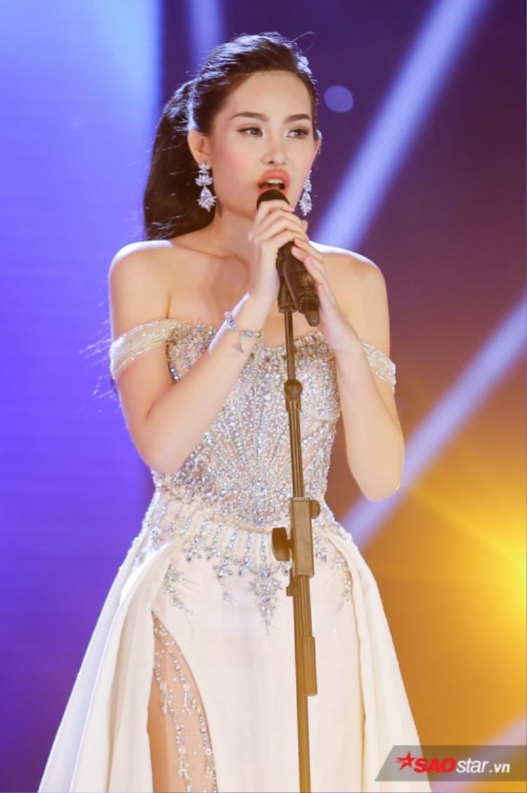 Nhan sắc gây tranh cãi của đương kim Hoa hậu Đại dương 2017 - Lê Âu Ngân Anh.