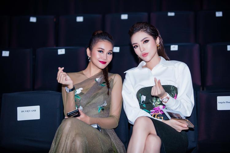 Có thể thấy, Thanh Hằng là một trong những mỹ nhân hiếm hoi thuộc thế hệ người mẫu đời đầu của showbiz, cho đến nay vẫn luôn giữ được thần thái mặn mà, sắc vóc chuẩn cùng sự quan tâm của đông đảo khán giả.