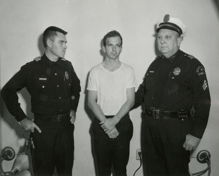 Lee Harvey Oswald (giữa) là nghi phạm duy nhất bị bắt không sau khi vụ ám sát xảy ra. Tuy nhiên hai ngày sau đó, nghi phạm bị Jack Ruby, một chủ hộp đêm ở Dallas, bắn chết trên đường di chuyển từ sở cảnh sát đến nhà tù địa phương.Hơn 50 năm sau ngày định mệnh của Tổng thống Kennedy, vụ án vẫn để lại nhiều dấu hỏi về tên sát thủ thực sự và nhiều thuyết âm mưu khác.
