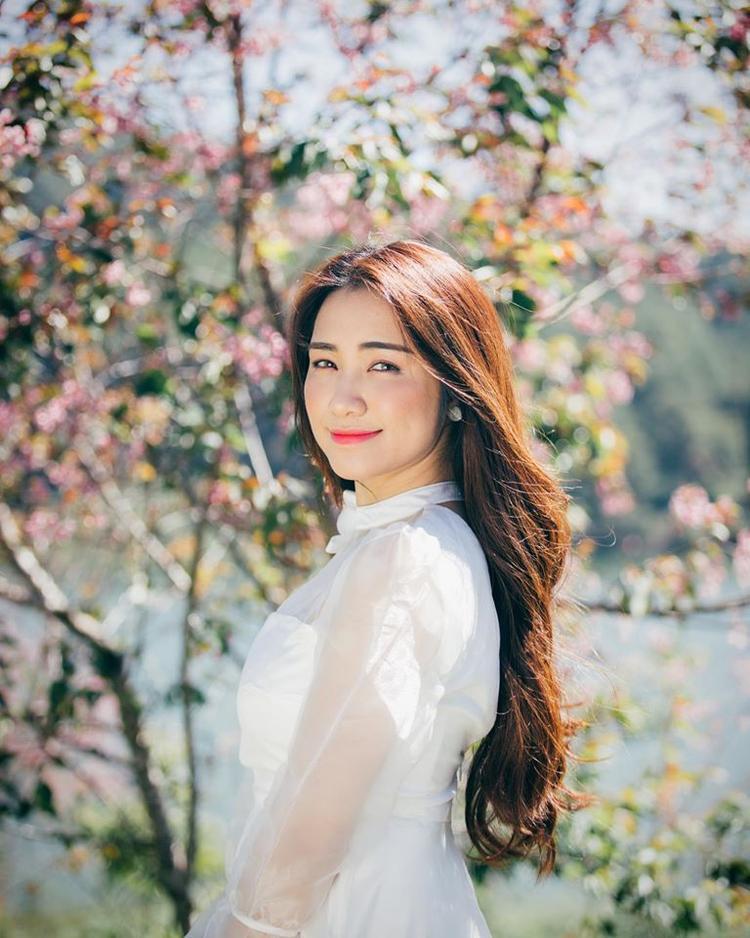 Hòa Minzy giờ đây đã sở hữu làn da và vóc dáng xinh đẹp hơn rất nhiều.