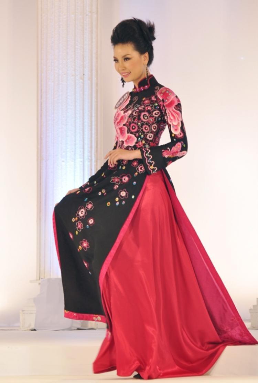 Người đẹp Thuỳ Linh bị tước danh hiệu Miss Áo dài - Hoa hậu Thế giới Người Việt 2010 vì sửa mũi.