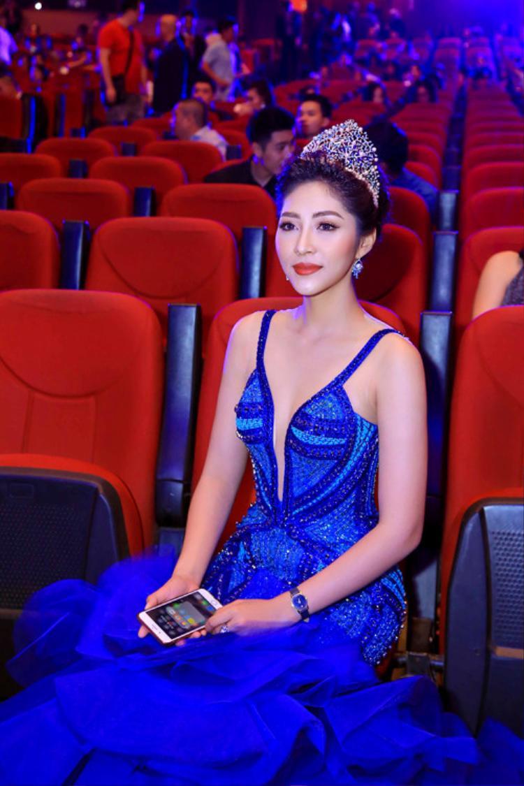 …không có sự xuất hiện của đương kim Hoa hậu vì MC… quên kịch bản?