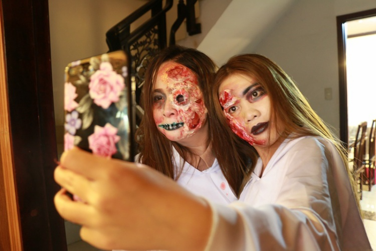 Nhiều học viên cho biết ngoài học để tự trang điểm cho bản thân dịp Halloween, bạn còn kiếm tiền từ việc này.