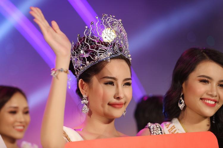 Tân Hoa hậu Đại dương 2017 - Lê Âu Ngân Anh.