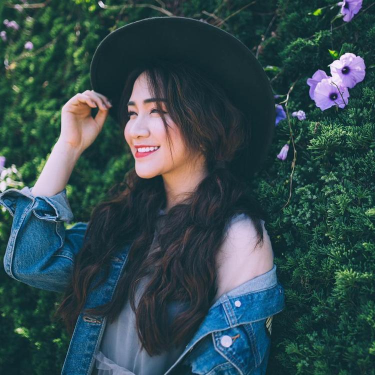 Hoà Minzy vừa xuất hiện tại Saostar Quá Giang và trực tiếp chia sẻ về chuyện tình cảm 2 năm với bạn trai.