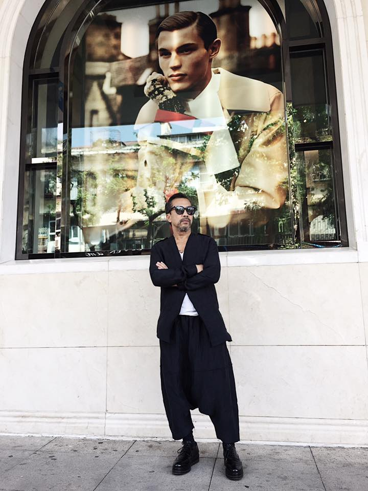 Ông chia sẻ, sự xuất hiện của mình lần này tại The best street style hi vọng sẽ mang lại cho các fashionista trẻ nguồn năng lượng, sự tự tin để thoải mái bộc lộ những outfit ấn tượng của mình.