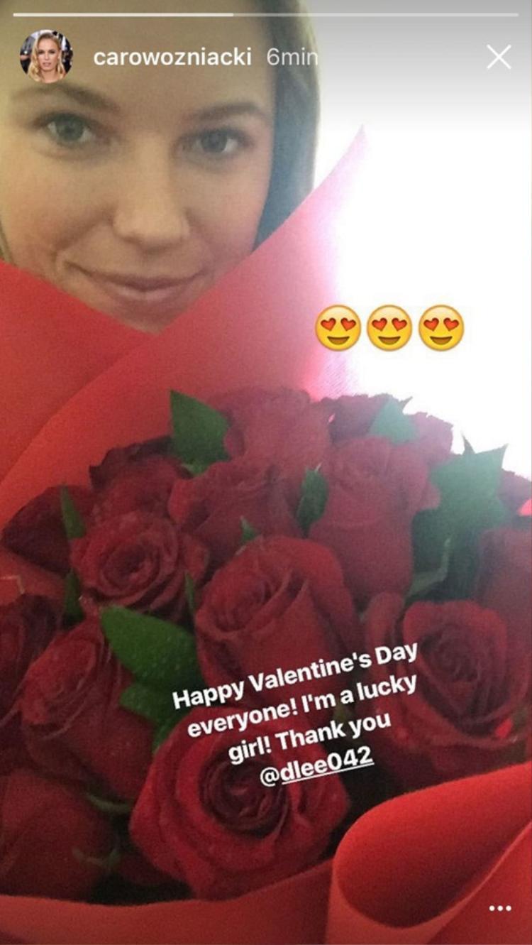 Wozniacki với bó hoa được David Lee tặng ngày Valentine